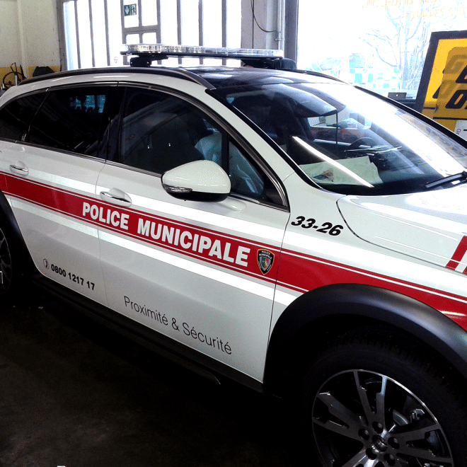 Voiture-Police-Municipale-Marquage-Publicitaire-Covering-Atelier-Grosfort1